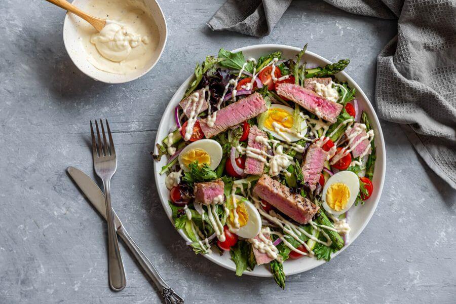 Grilled Tuna Salad with Garlic Dressing
